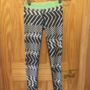 UNDER ARMOUR GIRLS WORK OUT LEGGINGS